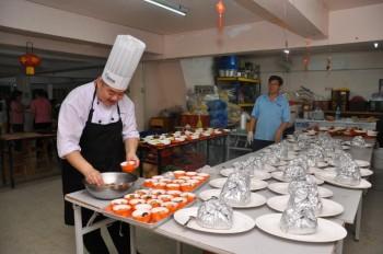 本团团员- 本地著名素食厨师,郑顺庆